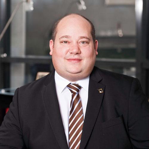 Dr. Julian Schwark